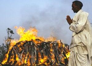 Tamil Tigers surrender: Funeral of Rajiv Gandhi 1991