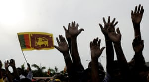 Tamil Tigers surrender: sri lankas cheers President Mahinda Rajapakse
