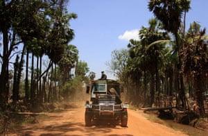 Tamil Tigers surrender: fighting in Northern Sri Lanka 2009