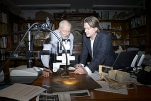 Ida missing link fossil: Dr Jens Franzen and Dr Jorn Hurum studying Ida the fossil.