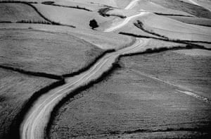 Abbas Kiarostami: ABBAS KIAROSTAMI ROADS (50) 1989