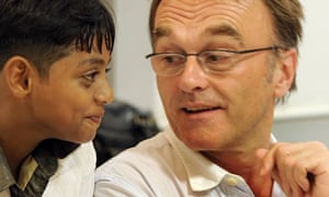 Danny Boyle speaks with child star of Slumdog Millionaire, Mohammad Azharuddin