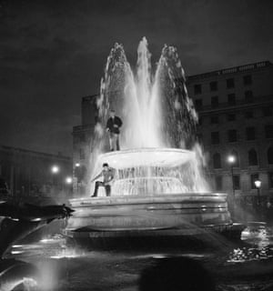 Trafalgar Square fountain: 1966: Supporters celebrating England's Cup victory
