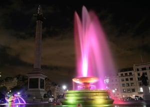 Trafalgar Square fountain: Pink high spout fountain
