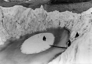 Changing Landscapes: Khumbu, Nepal, 1956: Müller's team work on a small ice island