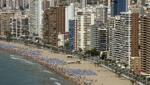 Spanish coastlines: 2007: A packed beach in Benidorm