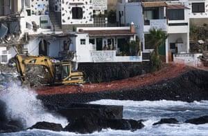 Spanish coastlines: 2008: A bulldozer demolishes a house at Cho Vito village in Tenerife