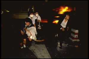 Tiananmen Square: Protesters attempt to save those wounded