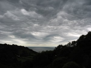 Asperatus cloud: Over Combe Head, Salcombe Regis, Sidmouth, Devon