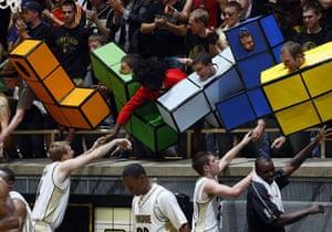 Tetris 25th anniversary: Basketball fans dressed as the video game Tetris