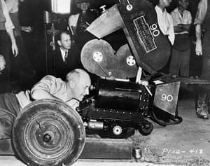 Hooray for hollywood: Cecil B. DeMille Behind Camera