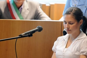Meredith Kercher trial: Amanda Knox takes place in the courtroom in Perugia