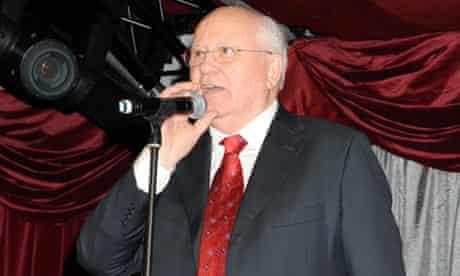 Mikhail Gorbachev sings at Alexander Lebedev's party