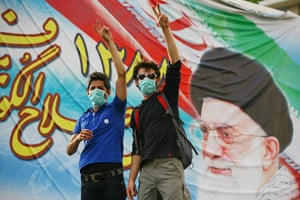 Iran protests: Protesters wear masks and wave the peace sign