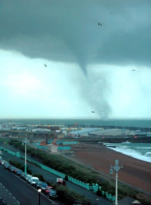 Extreme Weather: Tornado forming off the coast of Brighton, 01 Oct 2006