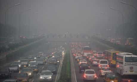 Traffic runs slowly as heavy haze hangs over Beijing, China, 18 June 2009.