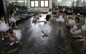 24 hours in pictures: Vietnamese children during their break in a dance class