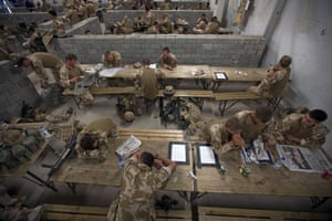 Sean Smith Black Watch: 18 June 2009: Soldiers from B Company waiting to take part in air assault