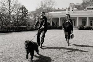 Margaret Thatcher: 1985: Margaret Thatcher and Reagan walking a dmacdiarmidog