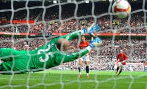Barclays Sport Photos: Ronaldo beats Reina from the penalty spot