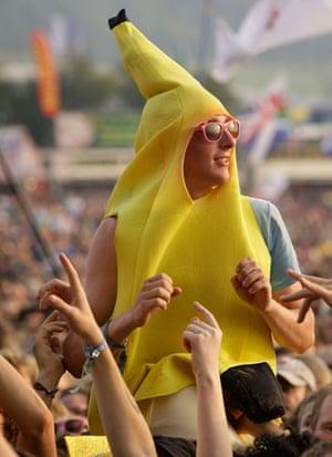 Glastonbury crowds: Glastonbury crowds fancy dress lady gaga