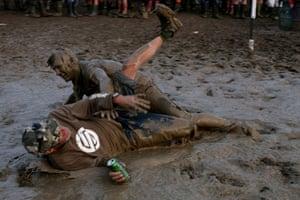 Godwin Glastonbury day 2: Martin Godwin: Glastonbury 2009 mud beer