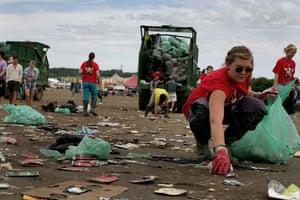Glastonbury Day 4: Glastonbury festival: Day four litter pickers