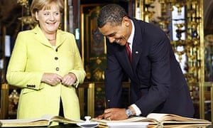 Barack Obama signs the Dresden visitor's book with Angela Merkel