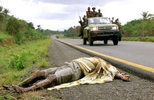 Charles Taylor: 2000: Sierra Leonean Army passes the corpse of an RUF fighter