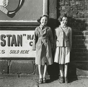 Jimmy Forsyth: Sycamore St girls, 1957