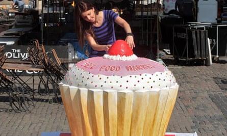 World's largest cupcake