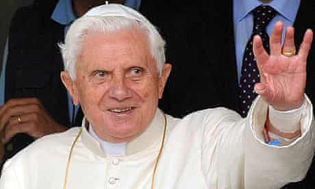 Pope Benedict leaves hospital after breaking his wrist