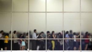 crocs: Indonesians queue up for a Crocs footwear sale in Jakarta