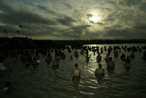 eclipse: hindus at the sangam in allahabad during the eclipse
