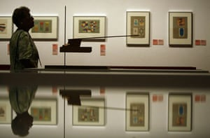Bauhaus exhibition: A woman looks at installations in the Martin-Gropius-Bau
