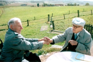 Harry Patch: Harry Patch in Ypres in 2004 with the last remaining german soldier