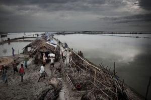 Bangladesh flood defences: Thousands lives on the embarkments surrounding the island Padma Pakur