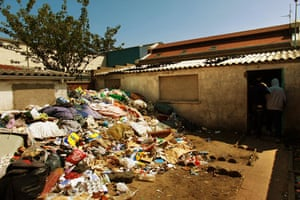 Eritrean refugees Calais: Yard