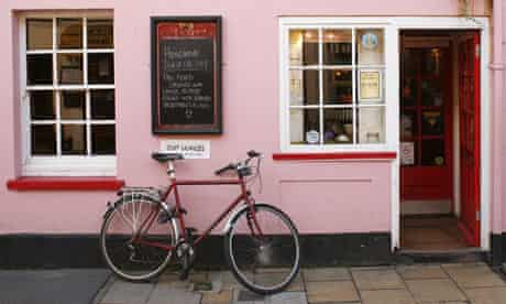 Bike Blog : Bicycle in front of a pub