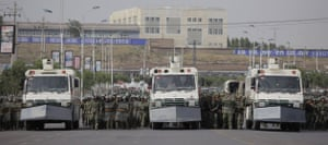 Uighurs protest: Security forces face the line of protest by Uighurs