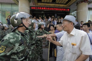 Urumqi riots: A vigilante old man argues with a People's Armed police officer