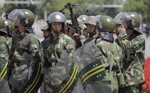 Urumqi riots: Security forces after the disturbances in Urumqi. The city in under curfew
