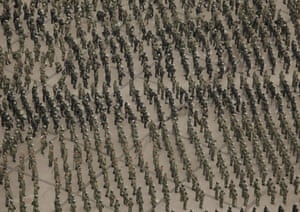 Urumqi: Soldiers massing