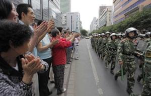 Urumqi: Residents greeting soldiers