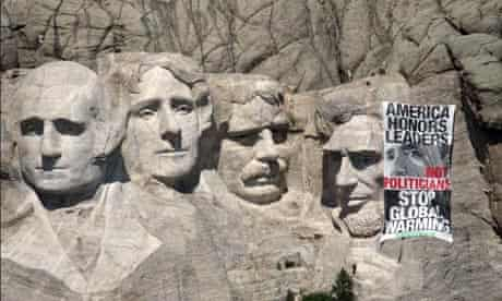 Blog Greenpeace:  Greenpeace activists scaling Mount Rushmore