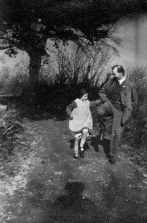 Arthur Ransome: Arthur Ransome and daughter Tabitha in 1917