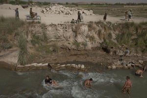 Sean Smith in Afghanistan: 25 July 2009: British troops cool off in a canal
