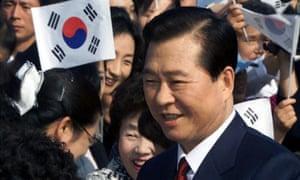 SOUTH KOREAN PRESIDENT KIM DAE-JUNG LEAVES THE PRESIDENTIAL BLUE HOUSE IN SEOUL.