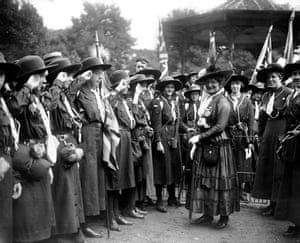 Girl guides 100th: 1916 Lady Baden Powell with guides