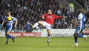 Wayne Rooney Top Ten: Rooney flicks the ball into the net against Reading